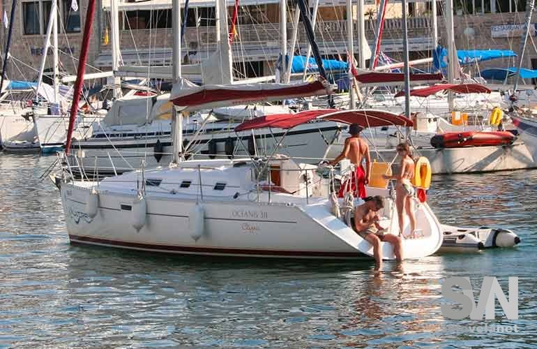 Oceanis 331 Clipper, entra in porto