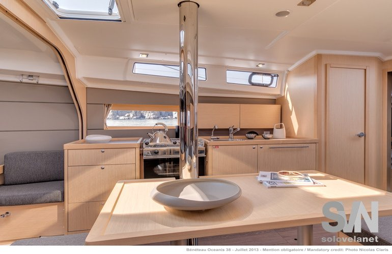 Oceanis 38, la cucina dell aversione weekender e cruiser
