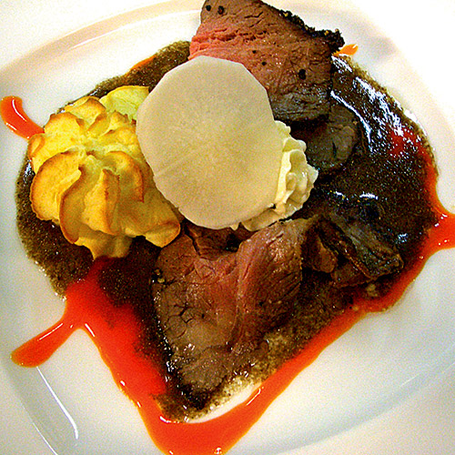 Roastbeef impepata con salsa rossa al rafano