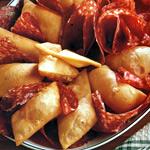 Sgonfiotti fritti con salame piccante