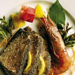 Tagliata di tonno con gamberone al salmorigano e lattuga brasata